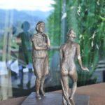 Ausstellung Frau Bronze patiniert Unikat